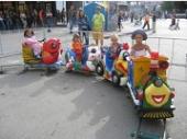 паровозик на рельсах детский