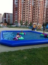 лодочки детские механические в бассейне